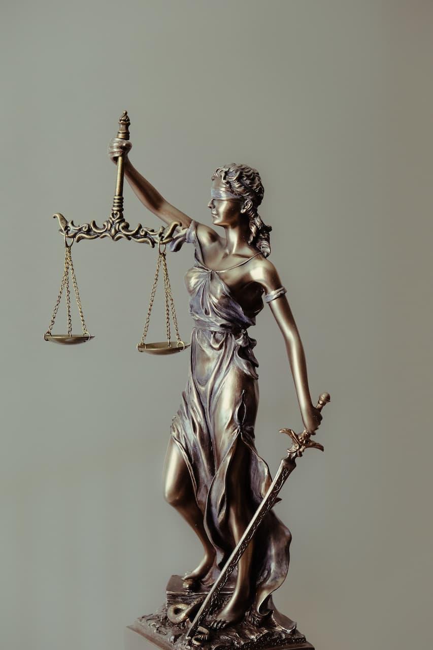 Miarkowanie przez sąd wysokości prowizji w umowie pożyczki w przypadku stwierdzenia abuzywności postanowień umownych dotyczących dodatkowych kosztów